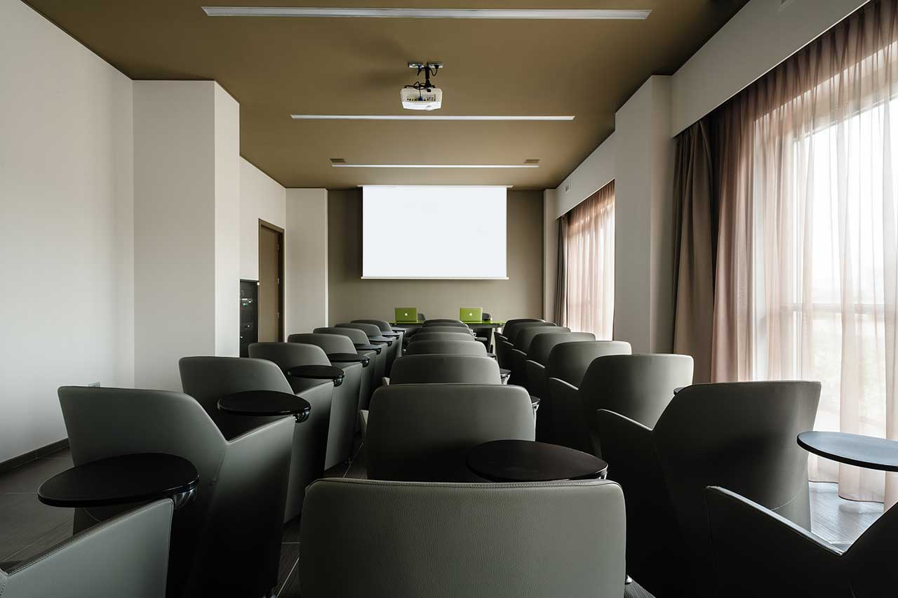 8piu-hotel-meeting-room